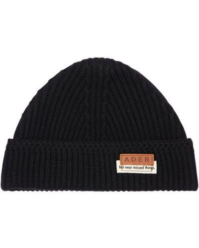 Czarny wełniany czapka z łatami Ader Error