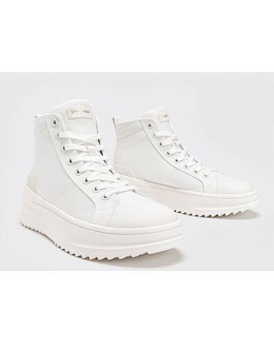 Белые высокие кроссовки на шнуровке Stradivarius
