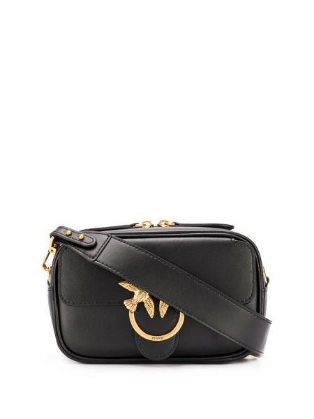 С ремешком черная кожаная маленькая сумка Pinko