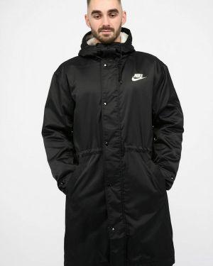 Черная парка Nike