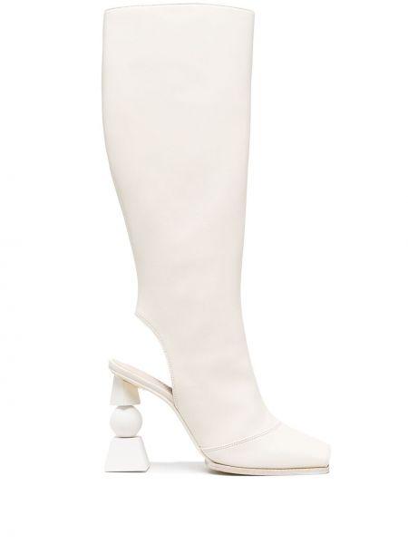 Кожаные белые сапоги на шпильке на каблуке Jacquemus