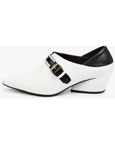 Кожаные белые туфли закрытые Hestrend