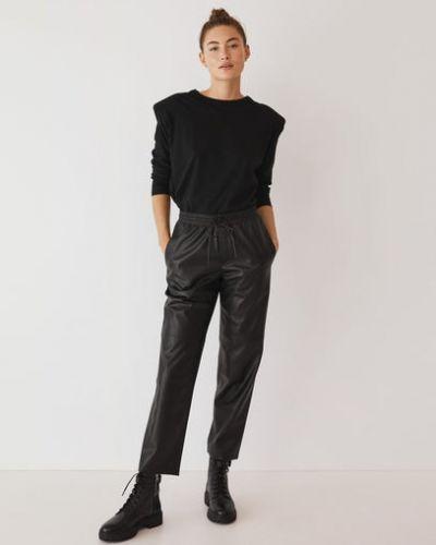 Прямые кожаные черные брюки с карманами Mango
