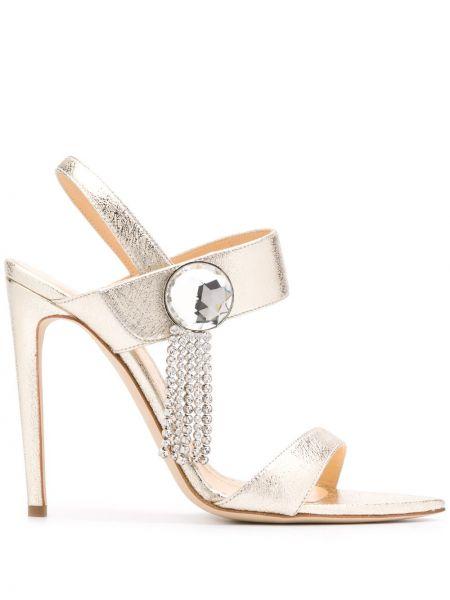 Кожаные с ремешком открытые босоножки золотые Chloe Gosselin