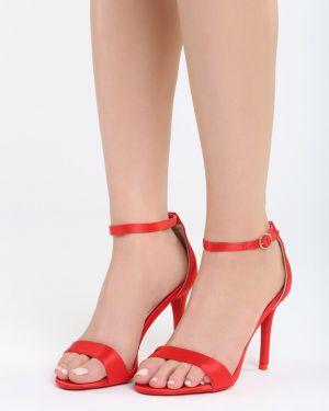 Satynowe czerwone sandały Multu