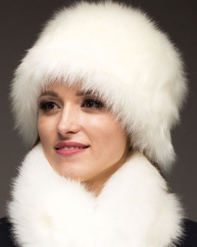 Зимняя шапка белая из мохера Zima