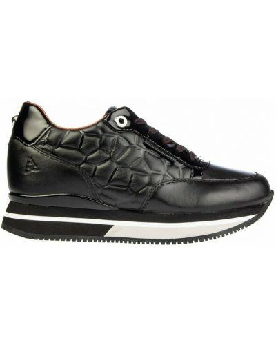 Czarne sneakersy na koturnie Apepazza