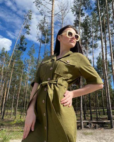 Свободное зеленое льняное платье свободного кроя Vovk
