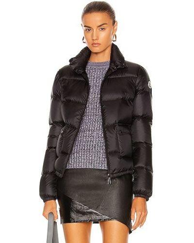 Черная пуховая куртка Moncler