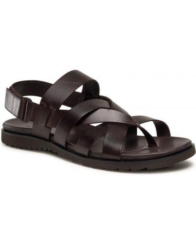 Brązowe sandały na lato Gino Rossi