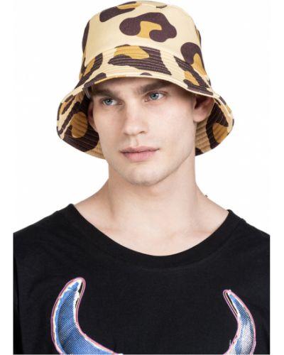 Czarna czapka na lato Robert Kupisz