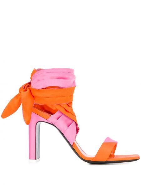 Różowe sandały skorzane kopertowe Attico