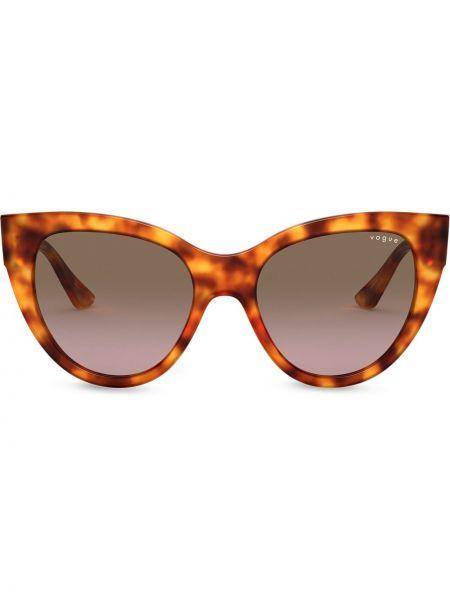 Массивные коричневые солнцезащитные очки Vogue Eyewear
