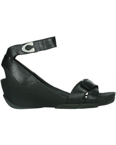 Czarne sandały skorzane Wolky