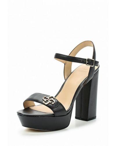 Черные босоножки на каблуке Guess