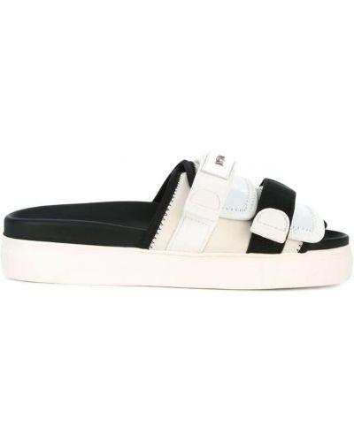 Белые сандалии N21