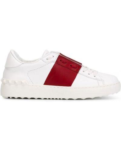 Белые кожаные кеды Valentino