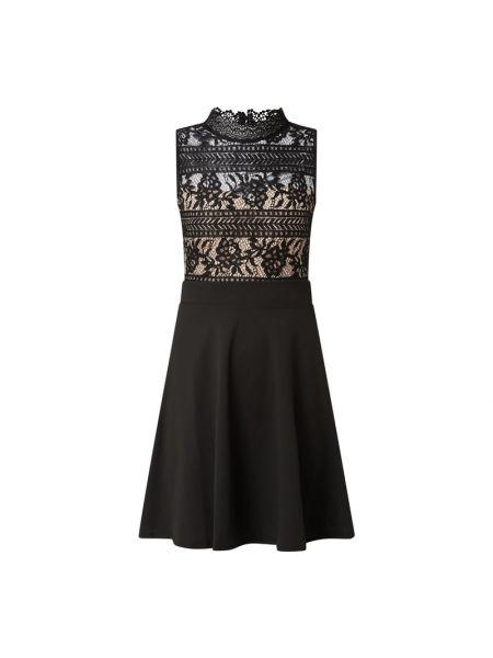 Czarna sukienka koktajlowa rozkloszowana z wiskozy Lipsy