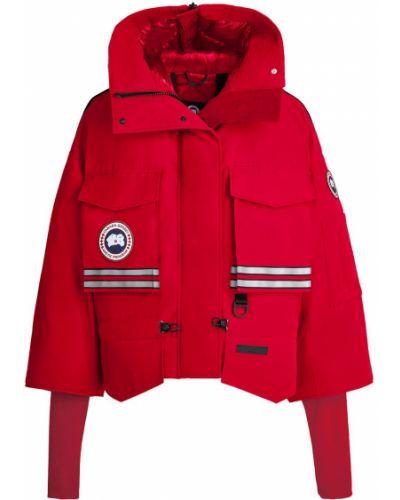 Красная короткая куртка с капюшоном с нашивками Canada Goose