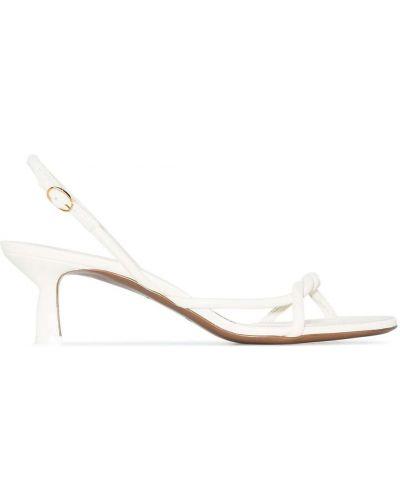 Białe sandały skórzane na obcasie Neous