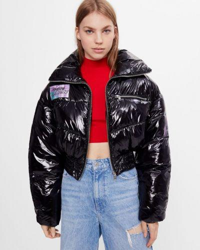 Черная яркая куртка Bershka