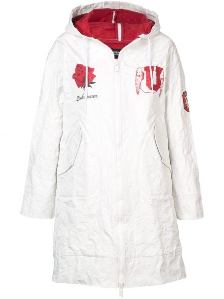 Белое длинное пальто с капюшоном на пуговицах Undercover