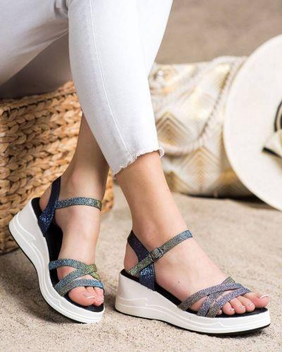 Klasyczne brokatowe sandały na koturnie z eko skóry Small Swan
