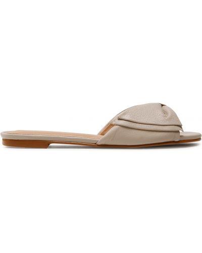 Шлепанцы на каблуке - бежевые Quazi