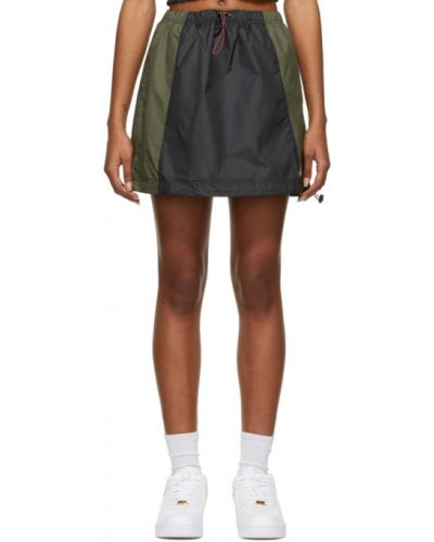 Ze sznurkiem do ściągania czarny spódnica z kieszeniami z haftem Nike