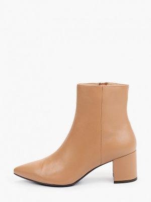 Бежевые ботинки с острым носом Pazolini