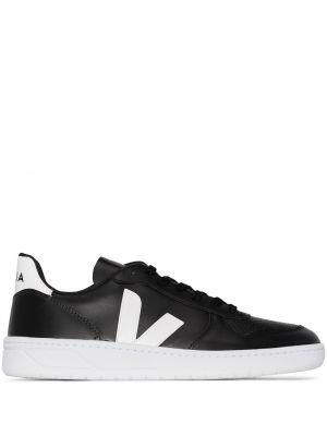Кожаные черные кроссовки Veja