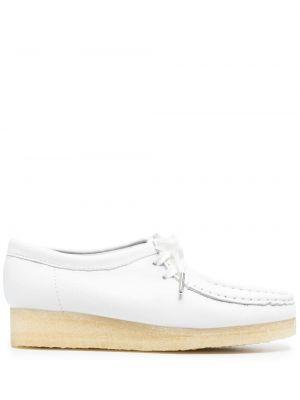 Белые кожаные оксфорды на платформе Clarks Originals