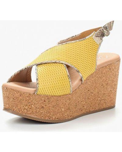 Желтые босоножки на каблуке Dali