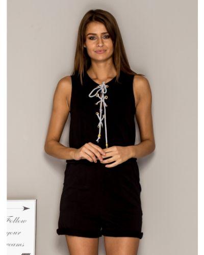 Czarny kombinezon krótki koronkowy bez rękawów Fashionhunters