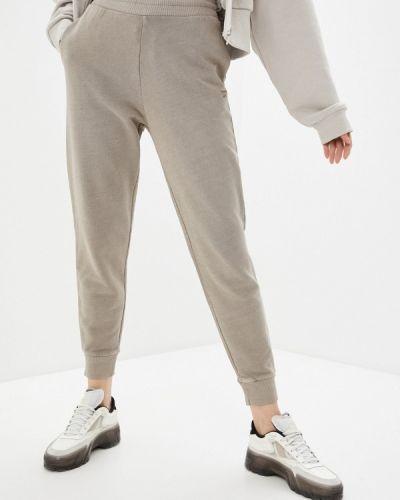 Бежевые классические брюки Reebok Classic