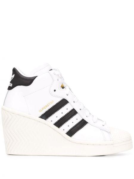Кожаные белые высокие кроссовки на платформе Adidas