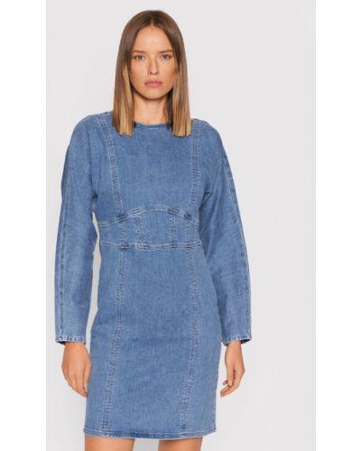 Niebieska sukienka Gestuz