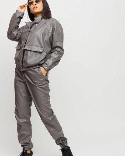 Костюмный серый костюм Karree