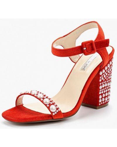 Босоножки на каблуке красный Inario