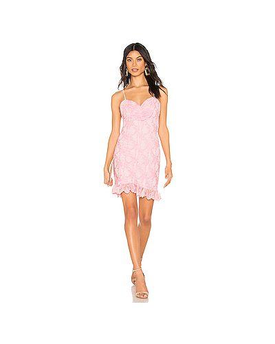 Платье розовое через плечо X By Nbd