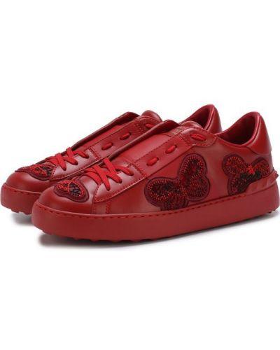 Красные кожаные кеды с вышивкой Valentino
