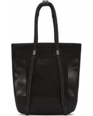 Czarna torba na ramię z siateczką 132 5. Issey Miyake
