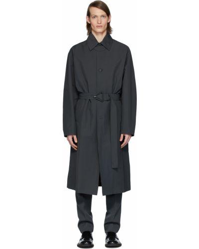 Szary długi płaszcz z paskiem z klamrą Bottega Veneta