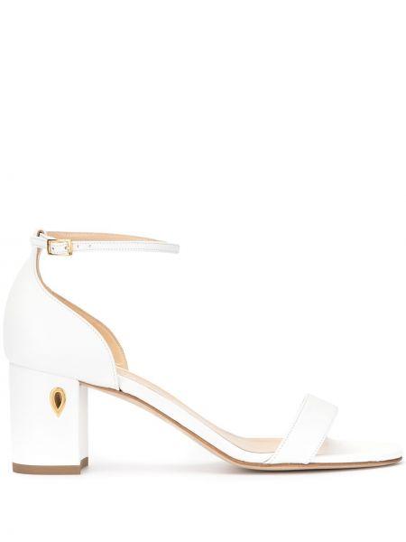 Белые массивные открытые босоножки на каблуке Jennifer Chamandi