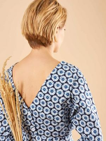Платье мини на пуговицах с вырезом 12storeez