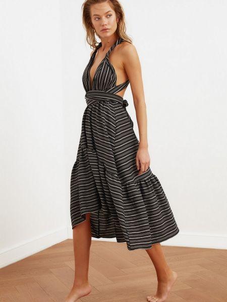 Приталенное черное платье макси с декольте Trendyol