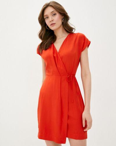 Красное платье с запахом Befree