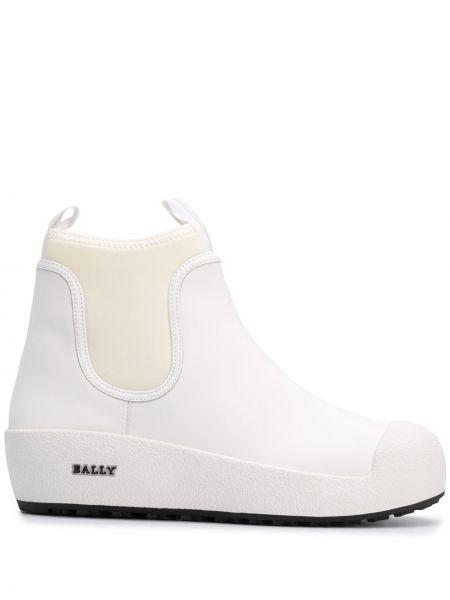 Кожаные белые сапоги на шпильке на каблуке Bally