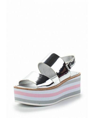 Босоножки на каблуке серебряного цвета Aldo