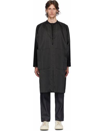 Czarny długi płaszcz srebrny z długimi rękawami 132 5. Issey Miyake